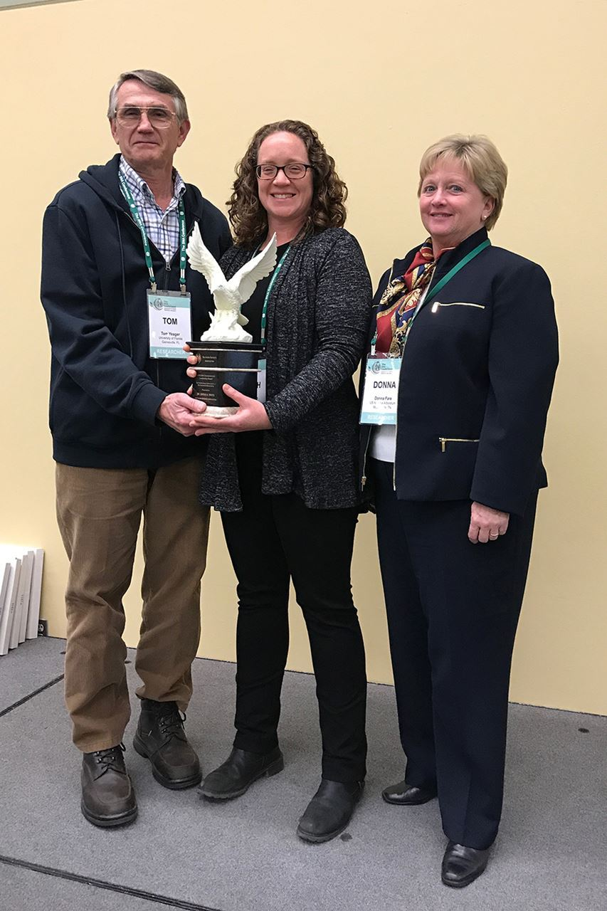 Previous award winners Dr. Tom Yeager (left) and Dr. Donna Fare (right) present 2018 SNA Environmental Award to Dr. Sarah White (middle)